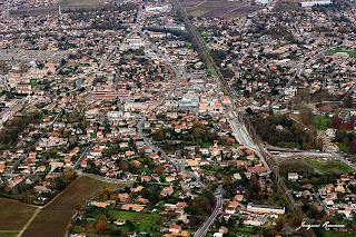 vue aerienne commune de Pessac pres de Bordeaux