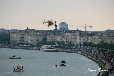 Exercice d'hélitreuillage par un hélicoptère de la Protection Civile