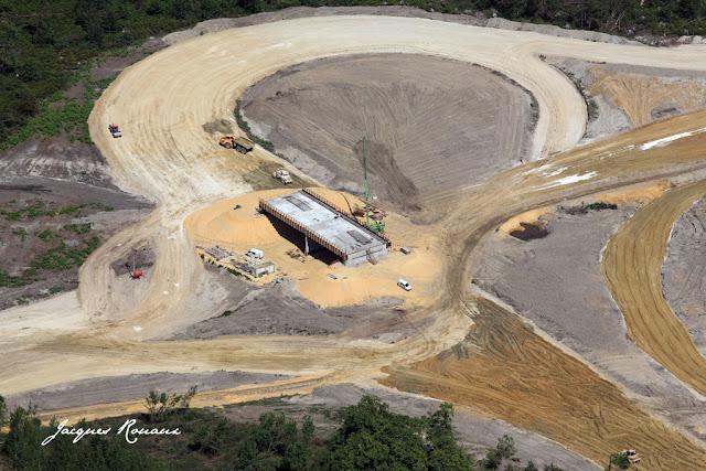 vue aérienne d'un échangeur du chantier de l'autoroute A65 Langon Pau