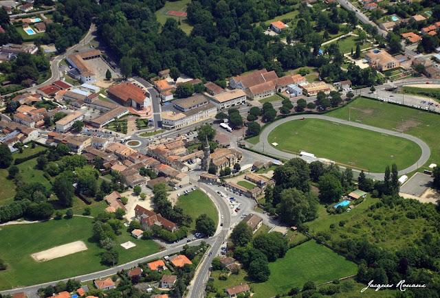 vue aerienne de la commune de Léognan