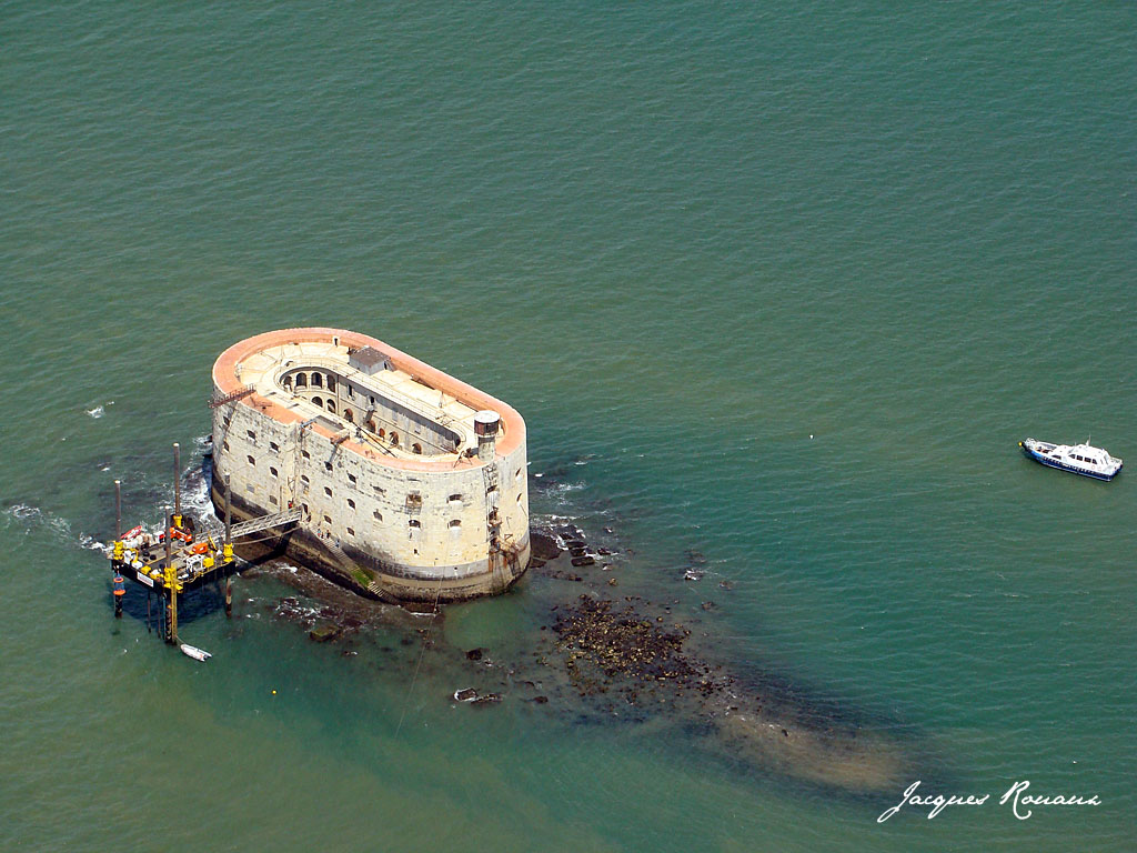 http://4.bp.blogspot.com/_4hJGWduDVjw/SOYobyZEpxI/AAAAAAAAA7k/th8G737eIB0/s1600/Photo-Fort-Boyard-1.jpg
