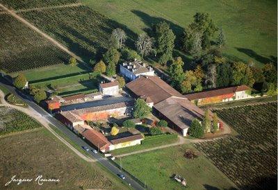 Photo aérienne du chateau Le Tuquet dans le vignoble des Graves