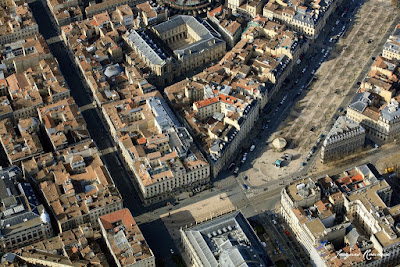 Photo aérienne des Allées de Tourny avec au premier plan, le Grand Théâtre et le Grand Hôtel de Bordeaux