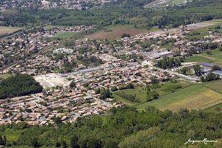 Vue aérienne générale de la ville de Cadaujac en Gironde