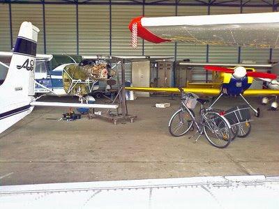 Vue aérienne du hangar dans lequel est logé notre Cessna FBKQQ