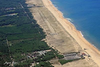 Photo aérienne du cordon dunaire et des plages sur la commune de Tarnos