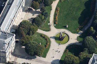 Vue aérienne du Crocodile de Guillaume Renou dans les jardins de l'hôtel de Ville de Bordeaux