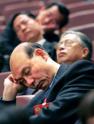 http://4.bp.blogspot.com/_4hm5To-_kjE/TBW2tMUMM6I/AAAAAAAAAGg/gPMQGGEAvt4/s400/chinese-official-sleep-politisi-cina-tidur.jpg