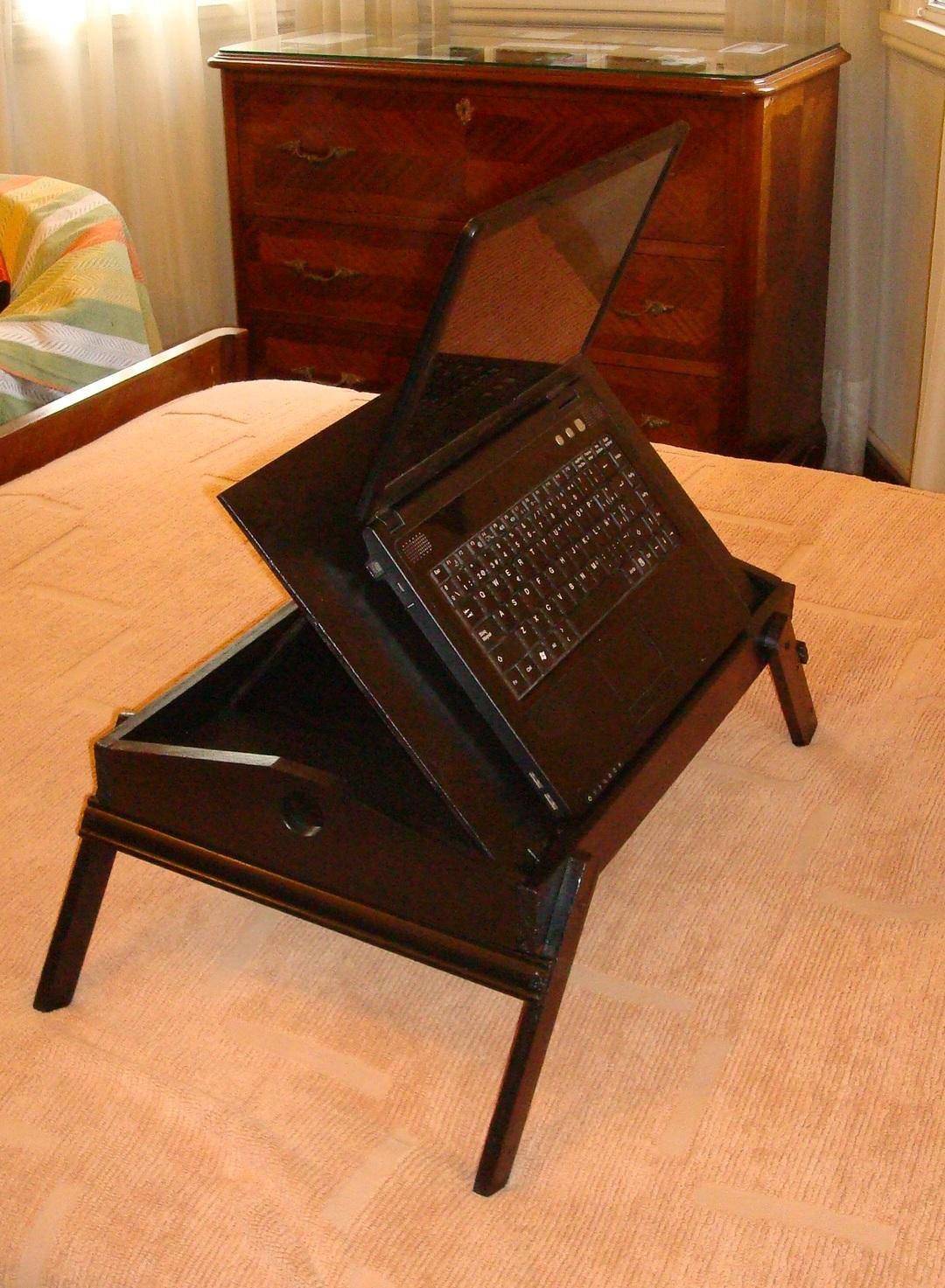 Mararmarzo mesa de desayuno con atril para notebook lapotop - Luz para leer en la cama ...