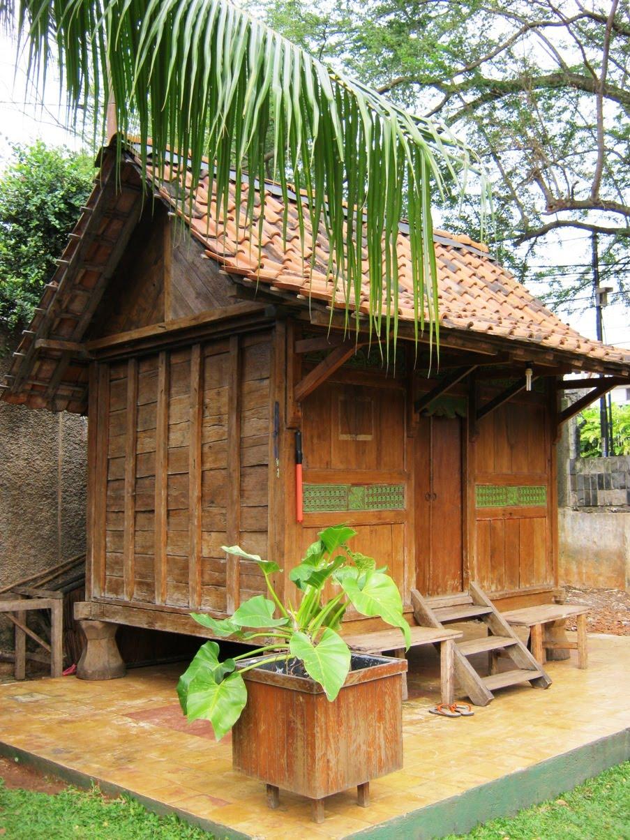 rumah dari kayu jati