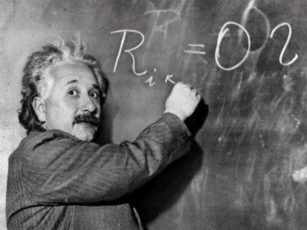 العالم ألبرت أينشتاين Albert-einstein