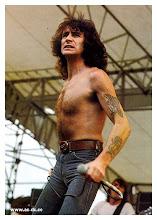 Bon Scott (Julio 9 de 1946-Febrero 19 de 1980+)