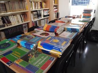 http://4.bp.blogspot.com/_4lYg0OW_0Ko/TJH5o_xVg3I/AAAAAAAAARM/8G11dfeLdBc/s1600/banco+libros.jpg