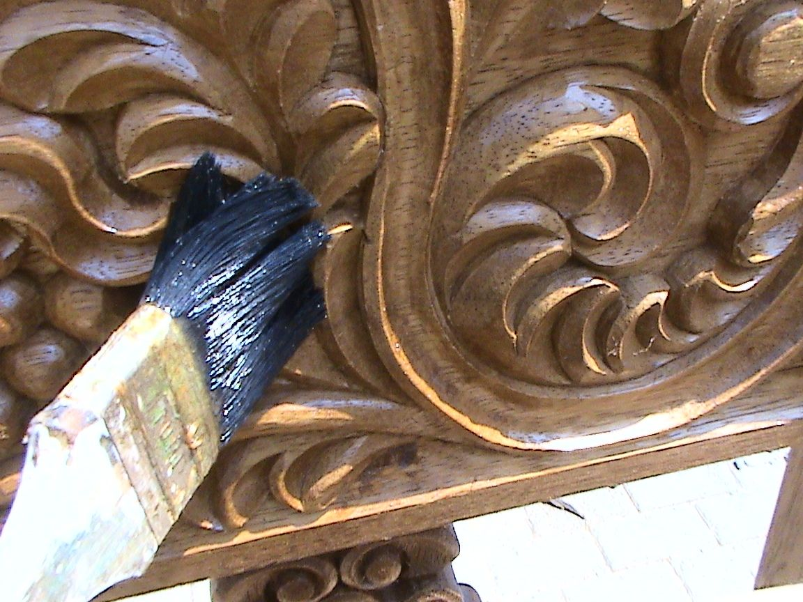 Decoraciones manualidades en madera como pintar tallado for Como pintar puertas de sapeli