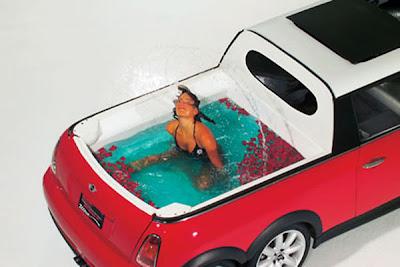สระว่ายน้ำในรถยนต์ Swimming Car