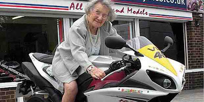102-year-old grandmother  gush Rossi's motorcycle-yamaha yzf r1