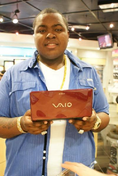 [Sean+Kingston+Visits+Sony+Style.jpg]