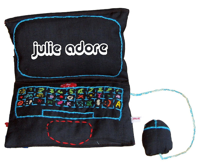 JULIE ADORE PREMIERE VERSION
