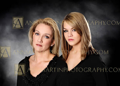 mother and daughter picture poses examples of