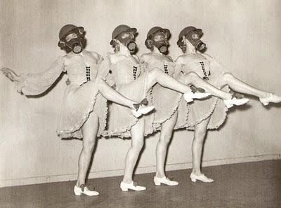 bailarinas mascaras de gas gasmask