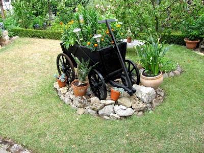 Garten anders ein alter handwagen als dekoration f r den garten - Inspirationen dekoration fur den garten ...