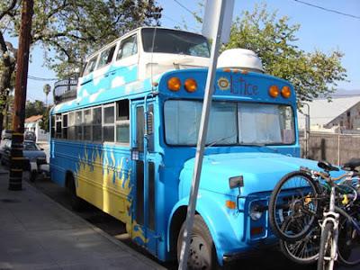 Bus + VW Kombi