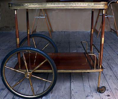 ma brocante mon grenier ancienne table desserte roulante. Black Bedroom Furniture Sets. Home Design Ideas