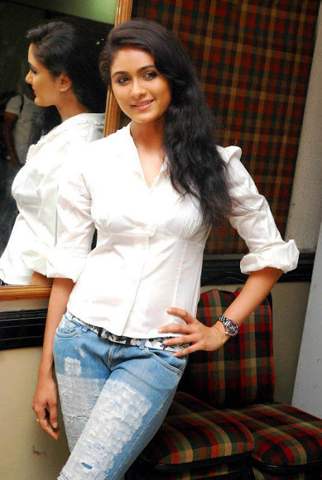 biyanka desai in tight jeanswhite shirt hot images