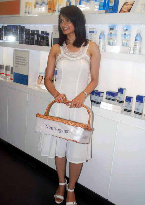 prachi desai white dress photo gallery