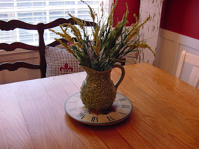 The happy homebody kitchen table centerpiece for Kitchen table arrangement ideas