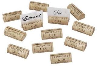Marcadores con nombres para mesas reciclando corchos