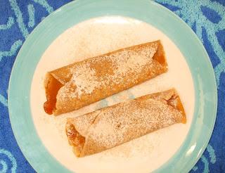 crepes di gofio farcite con miele e spolverate di zucchero a velo e gofio