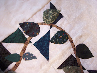 Finishing Vines and Leaves Book Eight of The Quilt Ladies Book Collection