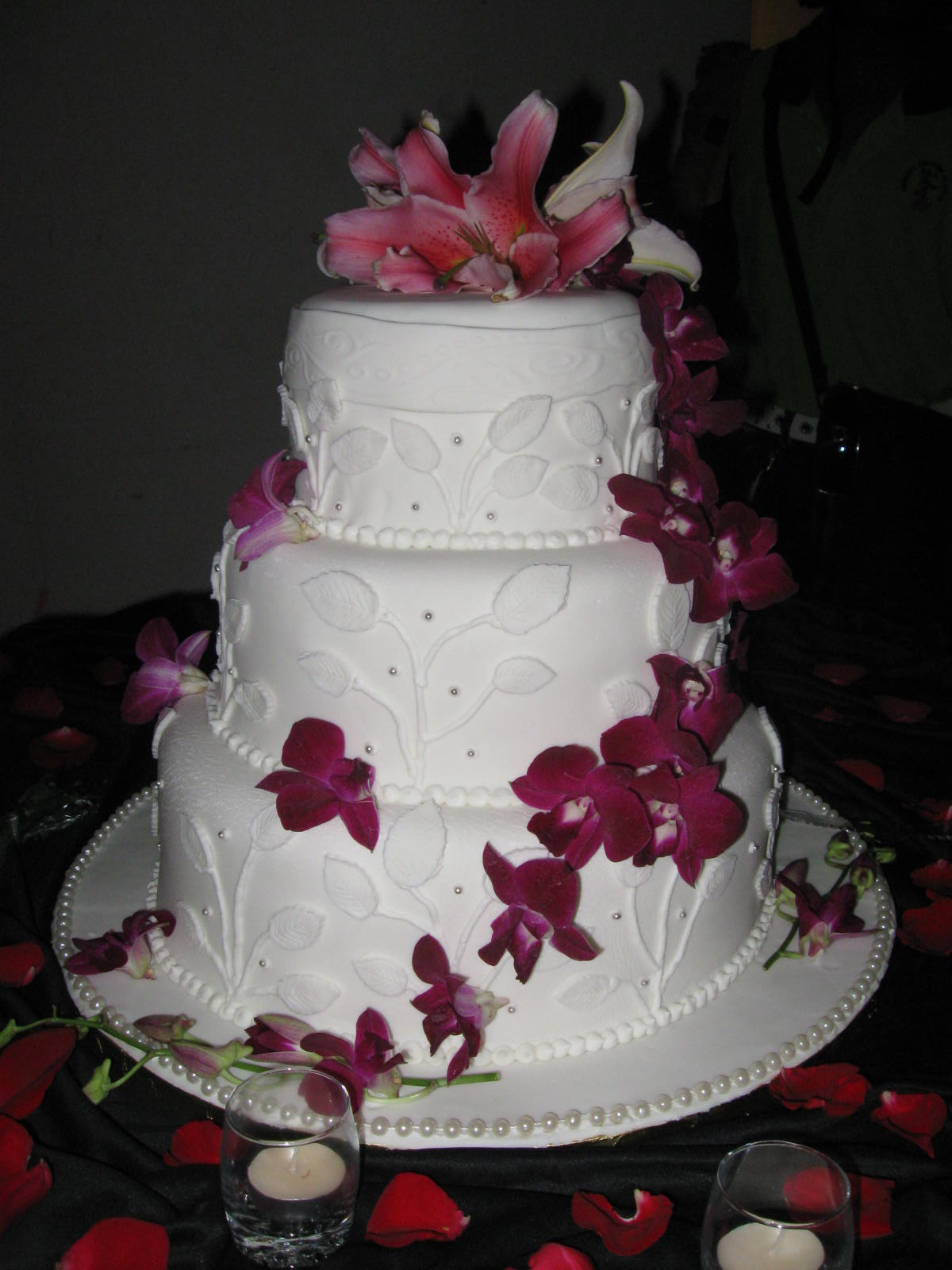 Cakes Cupcakes For All Occasions Fresh Flower Wedding Cake