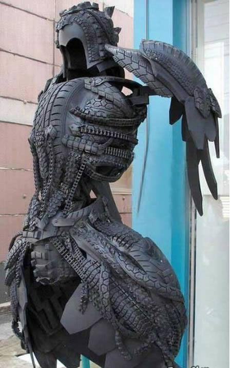 Patung kesatria dari bahan ban bekas - Kerajinan Tangan menarik yang dibuat dari bahan ban bekas - www.unik-qu.blogspot.com