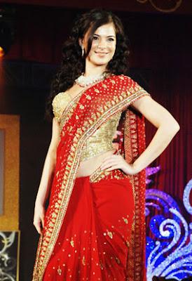 http://4.bp.blogspot.com/_58_qEOwiSDY/SoDluponXCI/AAAAAAAABG8/0fgq24LvvUw/s400/Red-saree-Gitanjali-Fashion-Show.jpg