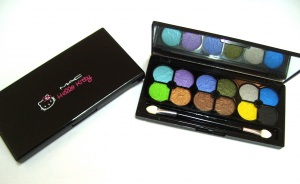 M.A.C eyeshadow 12 colour Hello Kitty RM18