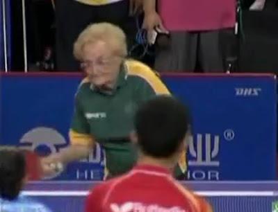 anciana ping pong