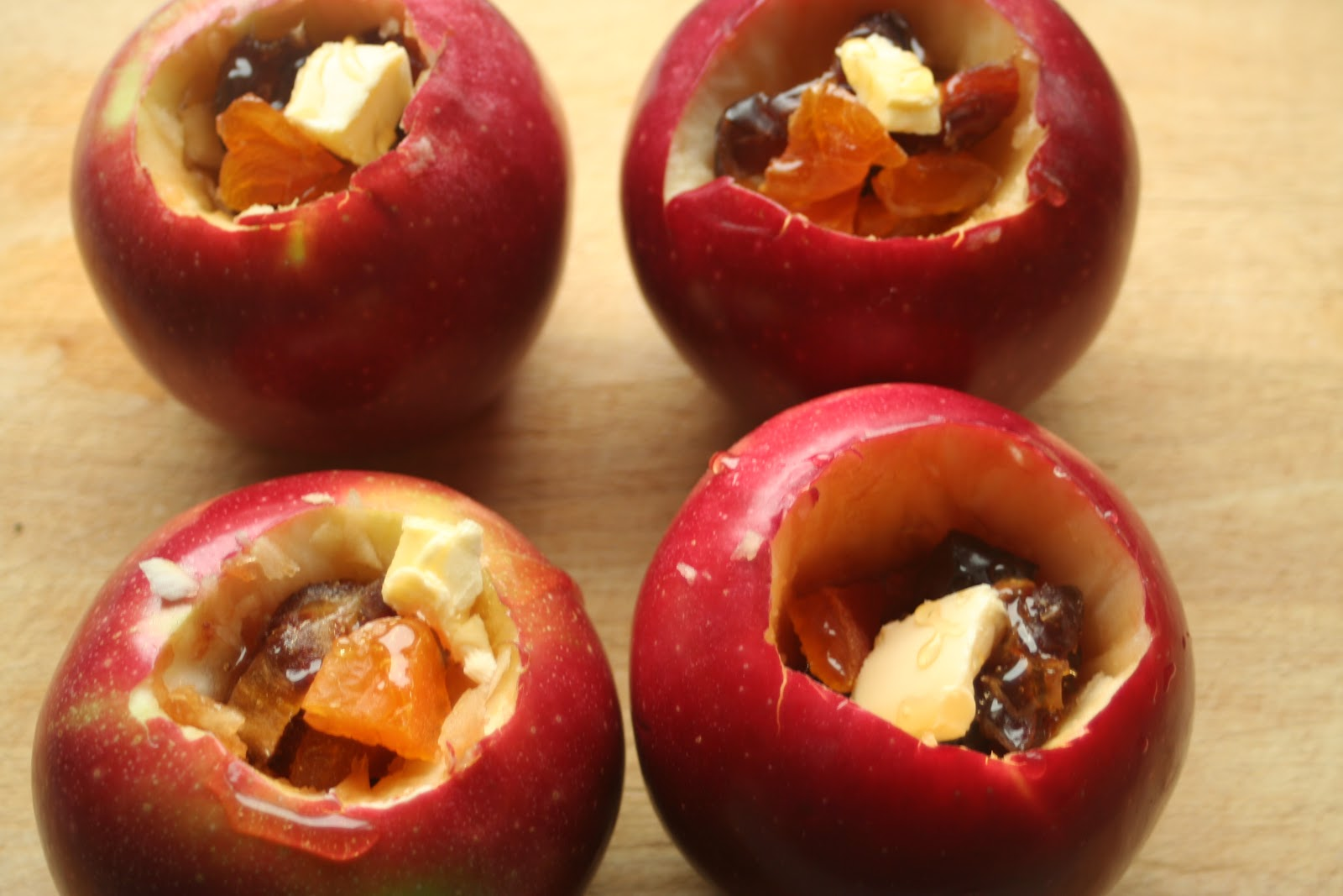 baked apples with dried fruit