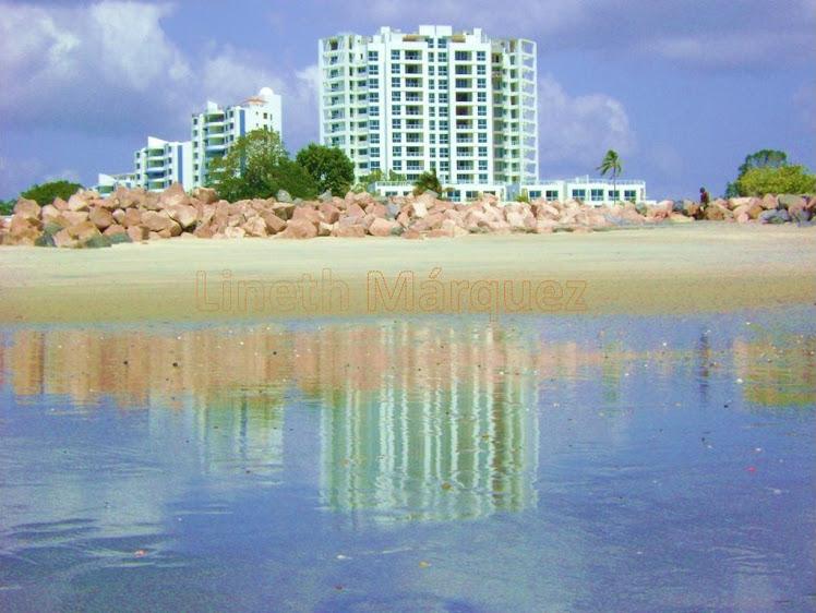 Playa Blanca reflejo rocas