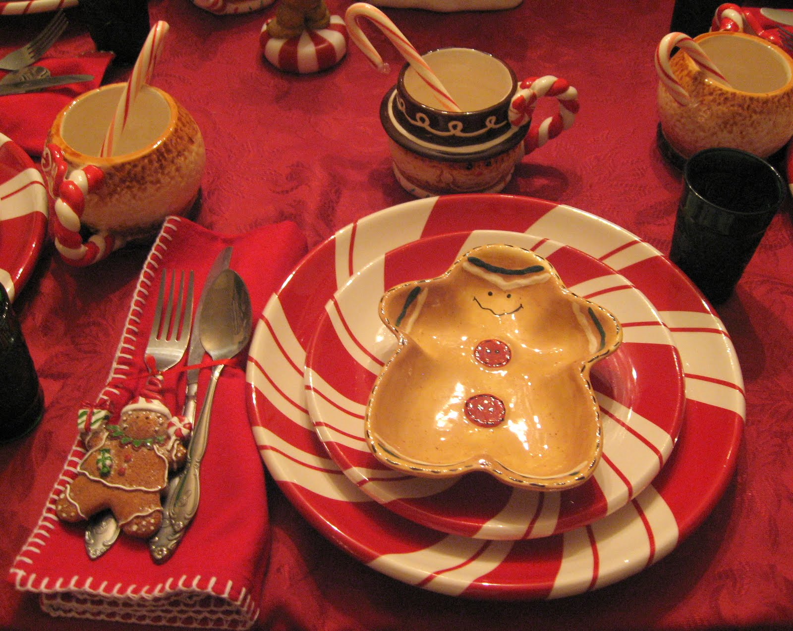 & GINGERBREAD and PEPPERMINT DISHES TABLESCAPE | Lady Katherine Tea Parlor