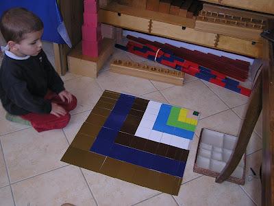 Montessori la maison petit loup et la table de pythagore - Table de pythagore montessori ...