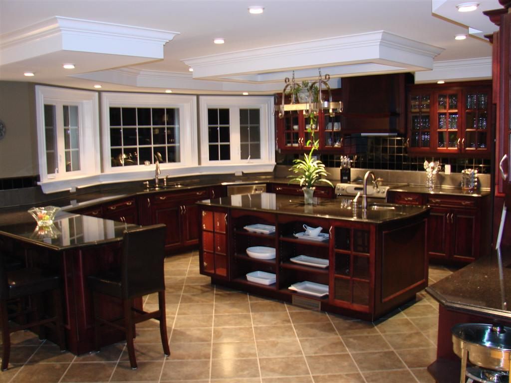 Exceptionnel I Love The Fact That There Is A Lot Of Counter Space And Room To Move  Around In This Kitchen. The Glass Panels In The Cabinets Are A Huge Plus  Because If ...