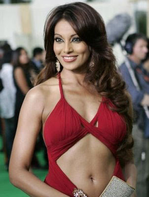 Bollywood dark angel bipasha basu showing her curves