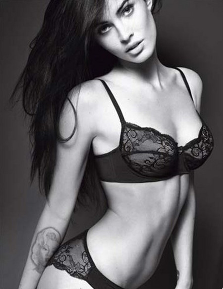 [gallery_main-0112_megan_fox_armani_02.jpg]