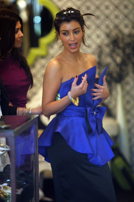 [gallery_main-0313_kim_kardashian_shopping_02.jpg]