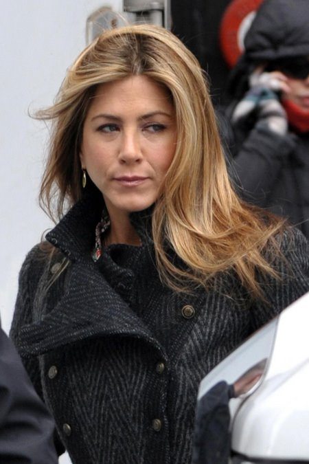 [gallery_main-0331_jennifer_aniston_baster_02.jpg]