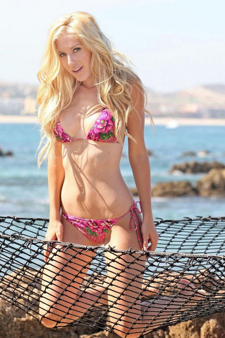 [gallery_main-0430_heidi_montag_bikini_04.jpg]