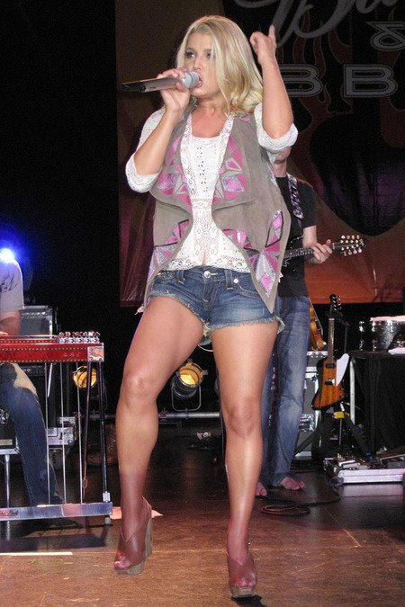 [gallery_main-0510_jessica_simpson_texas_05.jpg]