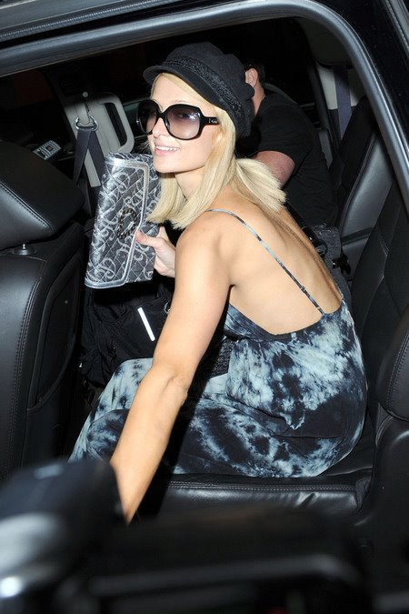 [gallery_main-0607_paris_hilton_nyc_02.jpg]